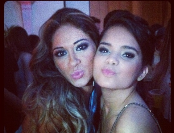 No Twitter, Mayra Cardi posta foto ao lado de Carol Macedo (16/3/12)