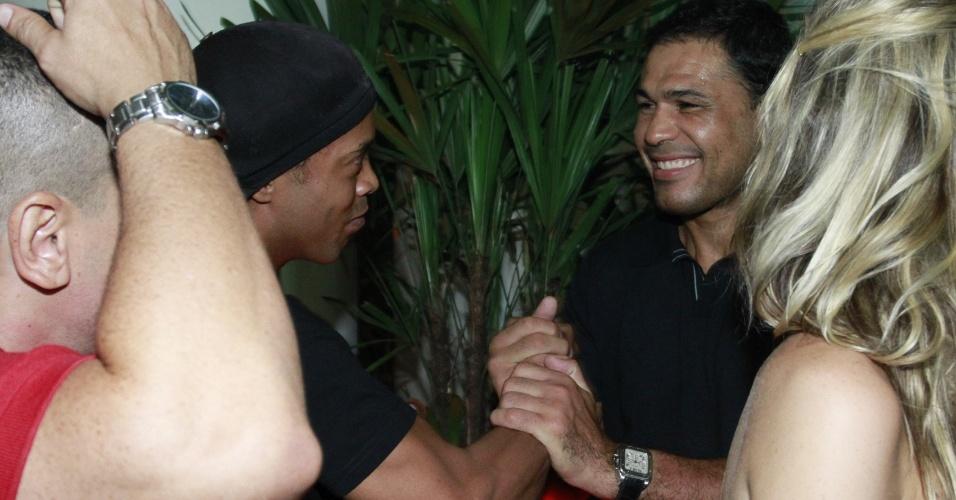 Ronaldinho Gaúcho e Minotauro prestigiam a promoter Carol Sampaio em seu aniversário de 30 anos no Hotel  Copacabana Palace, no Rio De Janeiro (15/3/12)