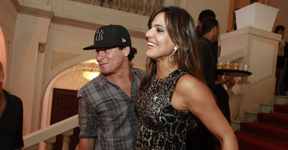 Thiago Martins e a aniversariante Carol Sampaio no Copacabana Palace (15/3/12)
