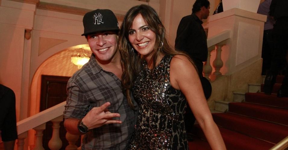 Thiago Martins e a aniversariante Carol Sampaio no Copacabana Palace (15/3/12)