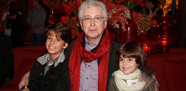 """Aguinaldo Silva, autor de """"Fina Estampa"""", recebe o elenco da novela em sua pousada em Itaipava (17/3/12)"""