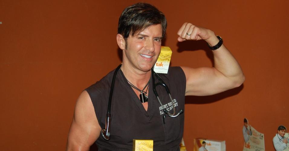 O Dr. Robert Rey faz lançamento de produto em churrascaria em São Paulo (21/3/12)