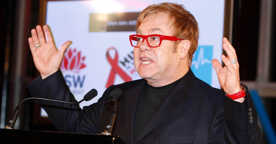 05 British musician Elton John gestures while making a speech at a World Aids Day reception in Sydney December 1, 2011. REUTERS/Tim Wimborne (AUSTRALIA - Tags: HEALTH ENTERTAINMENT POLITICS)