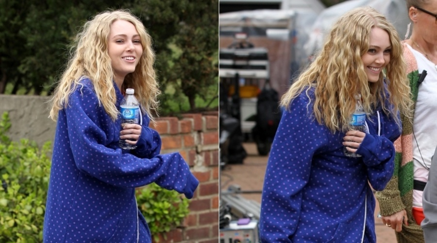 AnnaSophia Robb grava cenas de &#34;The Carrie Diaries&#34; em Nova York (22/3/2012)