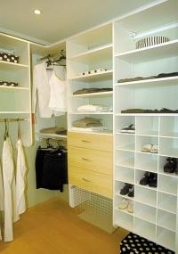 Amante apavorado chama a polícia de dentro do armário Organizacao-do-closet-deve-comecar-de-cima-para-baixo-1263486035493_200x285
