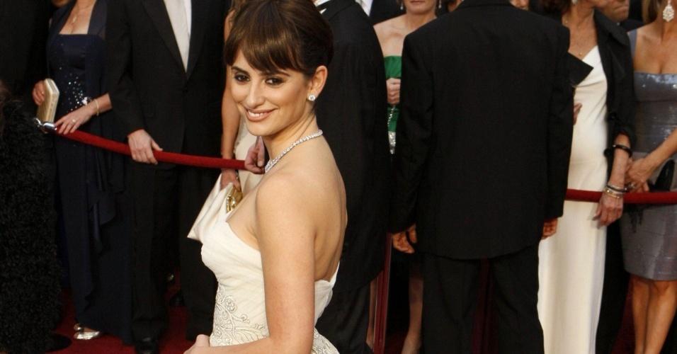 Penélope Cruz veste Balmain vintage no Oscar 2009