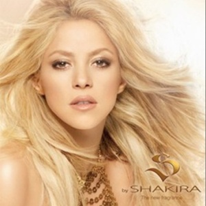 Shakira posa para a campanha de seu primeiro perfume, S by Shakira