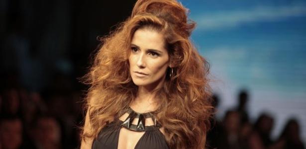 Deborah Secco desfila no Hair Fashion Show 2009 em São Paulo