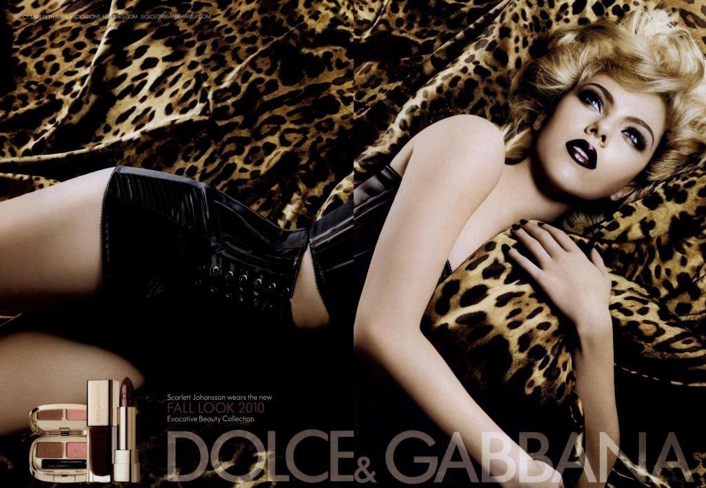 Scarlett Johansson posa para campanha de outono/inverno da linha de maquiagens Dolce & Gabbana em foto de Sølve Sundsbø
