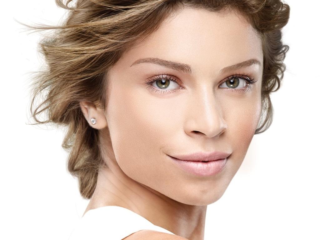 Grazi Massafera na campanha do hidratante UV Perfect da L'Oréal Paris