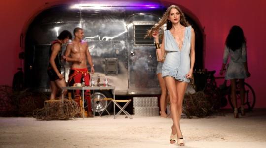 Desfile da marca Frankie Morello levou o clima praiano para a Semana de  Moda de Milão 42d59cb9d8