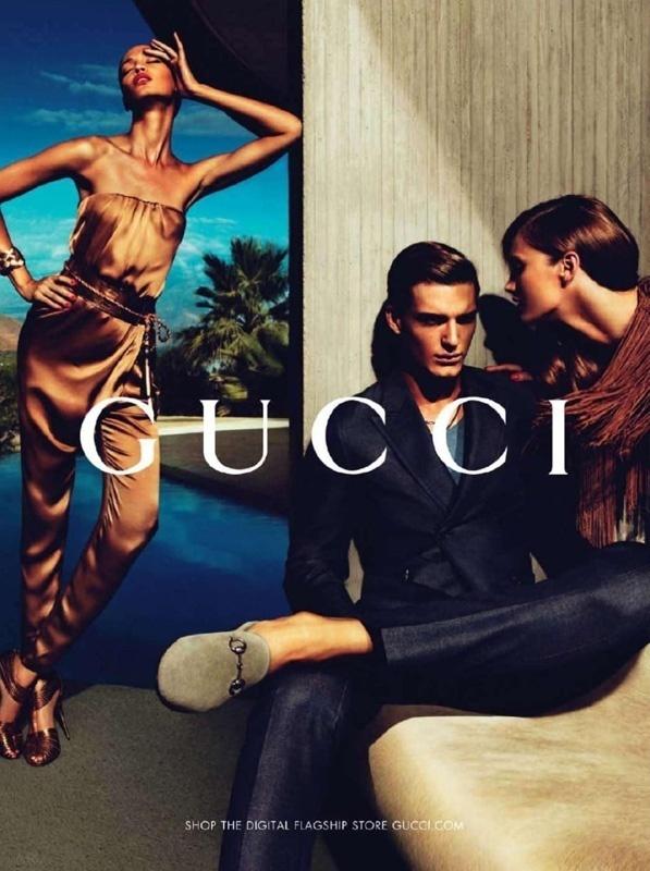 Janeiro 2011: A dupla Mert & Marcus foi a responsável por fotografar a campanha Verão 2011 da Gucci. Nas imagens, os modelos Karmen Pedaru, Joan Smalls e Nikola Jovanovic