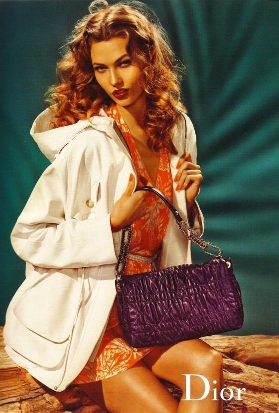 Janeiro 2011: A top norte-americana Karlie Kloss posa para as lentes de Steven Meisel para a campanha Verão 2011 da Dior