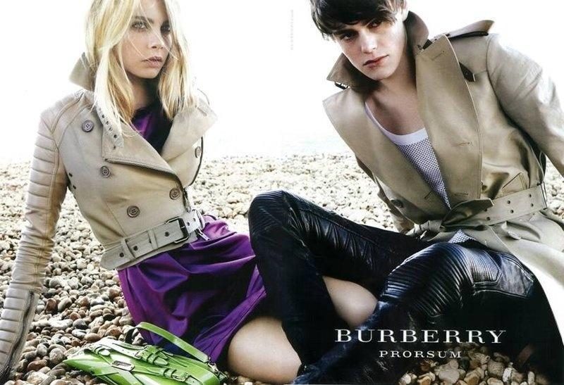 Janeiro 2011: Os modelos Cara Delevingne e Jacob Young foram fotografados pelo badalado Mario Testino para a campanha de Verão 2011 da Burberry Prorsum