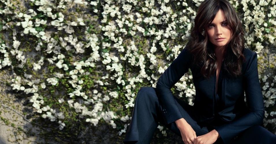 Janeiro 2011: A atriz Katie Holmes foi convidada pela grife Ann Taylor para ser garota-propaganda de sua campanha Verão 2011. As fotos foram feitas em uma casa de Los Angeles pelo fotógrafo Tom Munro