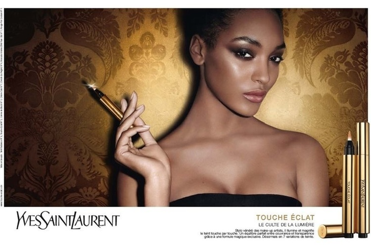 Janeiro 2011: A modelo inglesa Jourdan Dunn foi fotografada por Terry Richardson para a campanha de vero 2011 do corretivo iluminador Touche clat, um dos produtos 