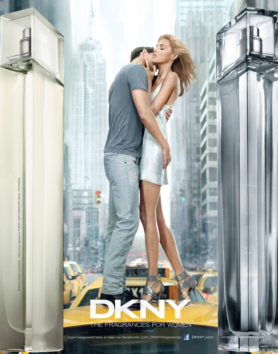 Janeiro 2011: A DKNY convidou a top Anja Rubik e seu noivo, o modelo Sasha Knezevic, para estrelar a campanha do perfume Women Energizing, nova edio do DKNY Women, de 1999