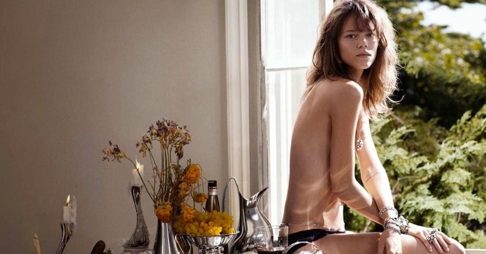 Janeiro 2011: A top dinamarquesa Freja Beha Erichsen posa para a campanha Verão 2011 da marca Georg Jensen, sua conterrânea. As fotos foram feitas em Nova York por Sebastian Faena