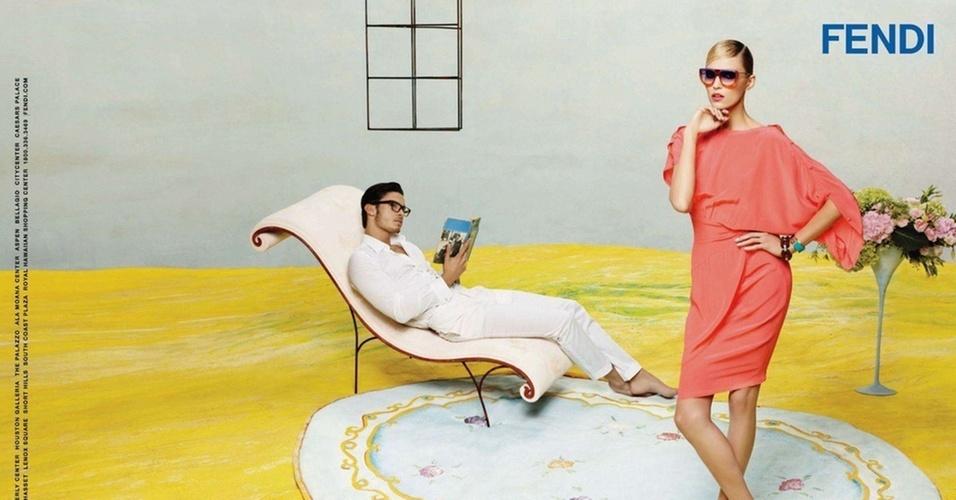 Janeiro 2011: Karl Lagerfeld convidou a top Anja Rubik e seu muso, o francês Baptiste Giabiconi, para estrelar a campanha da Fendi para o Verão 2011. As fotos ficaram a cargo do próprio Lagerfeld, como é de costume
