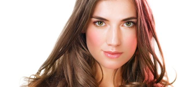 Salões oferecem opções variadas de tratamentos para os cabelos: profissional deve diagnosticar o problema e indicar o melhor produto para cada caso