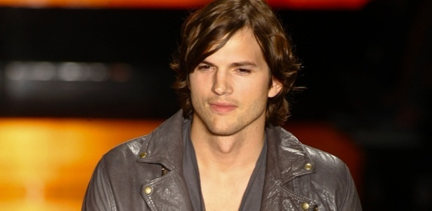 ashton kutcher 2011. Actor Ashton Kutcher attend