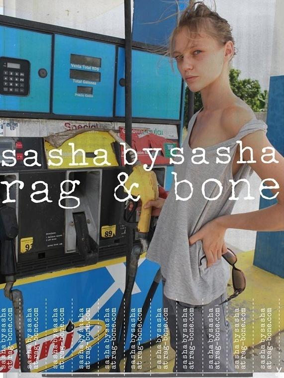 Fevereiro 2011: A grife Rag & Bone colocou a top Sasha Pivovarova (e mais modelos) em cenas da vida real para a sua campanha Verão 2011. As fotos ficaram a cargo das próprias tops e seus amigos