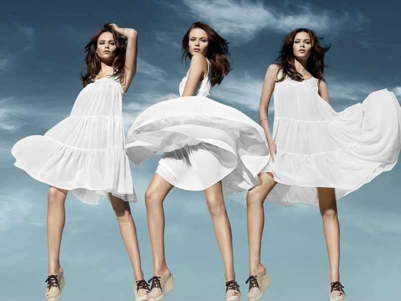 Fevereiro 2011: A top russa Natasha Poly é a garota-propaganda da nova linha eco-consciente da H&M. As peças, feitas com materiais orgânicos, serão lançadas em 14 de abril