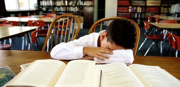 Segundo os autores, isso acontece porque poucas horas de sono podem afetar os ritmos naturais do corpo