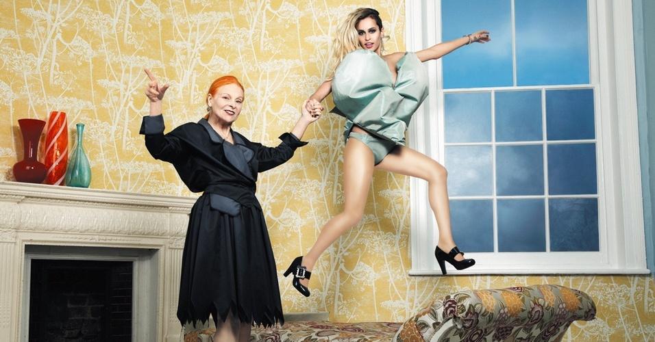Março 2011: A estilista Vivienne Westwood e a modelo Alice Dellal posam para o Inverno 2011 da Melissa em pub de Londres. As fotos são do inglês James Dimmock