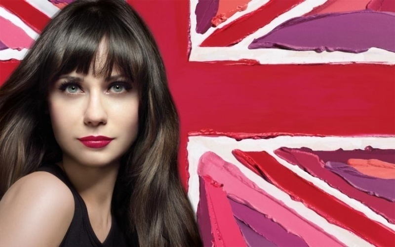 Maro: Zooey Deschanel apareceu irreconhecvel - e plastificada - em sua primeira campanha para a Rimmel London. Na foto, a atriz apresenta uma nova verso do batom Lasting Finish Lipstick