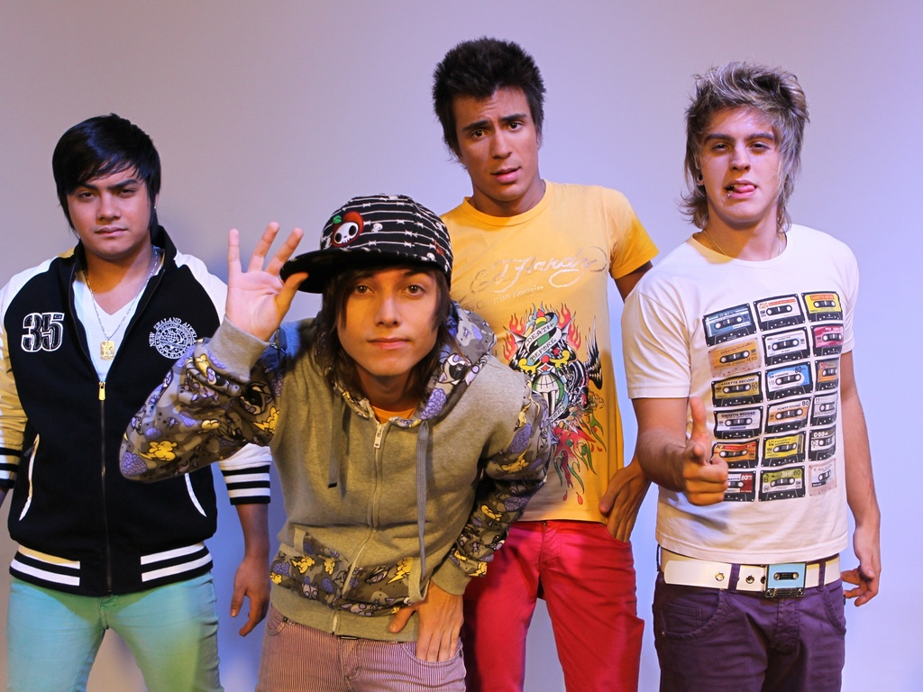 Integrantes da banda Restart