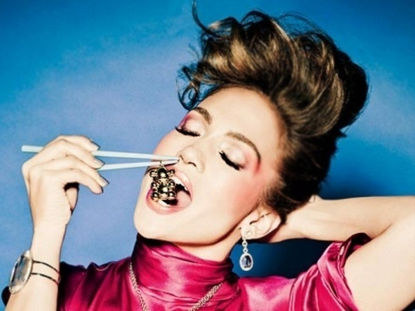 Abril 2011: A cantora Jennifer Lopez posa para a campanha da marca espanhola de joias Tous. As fotos foram feitas por Ellen von Unwerth