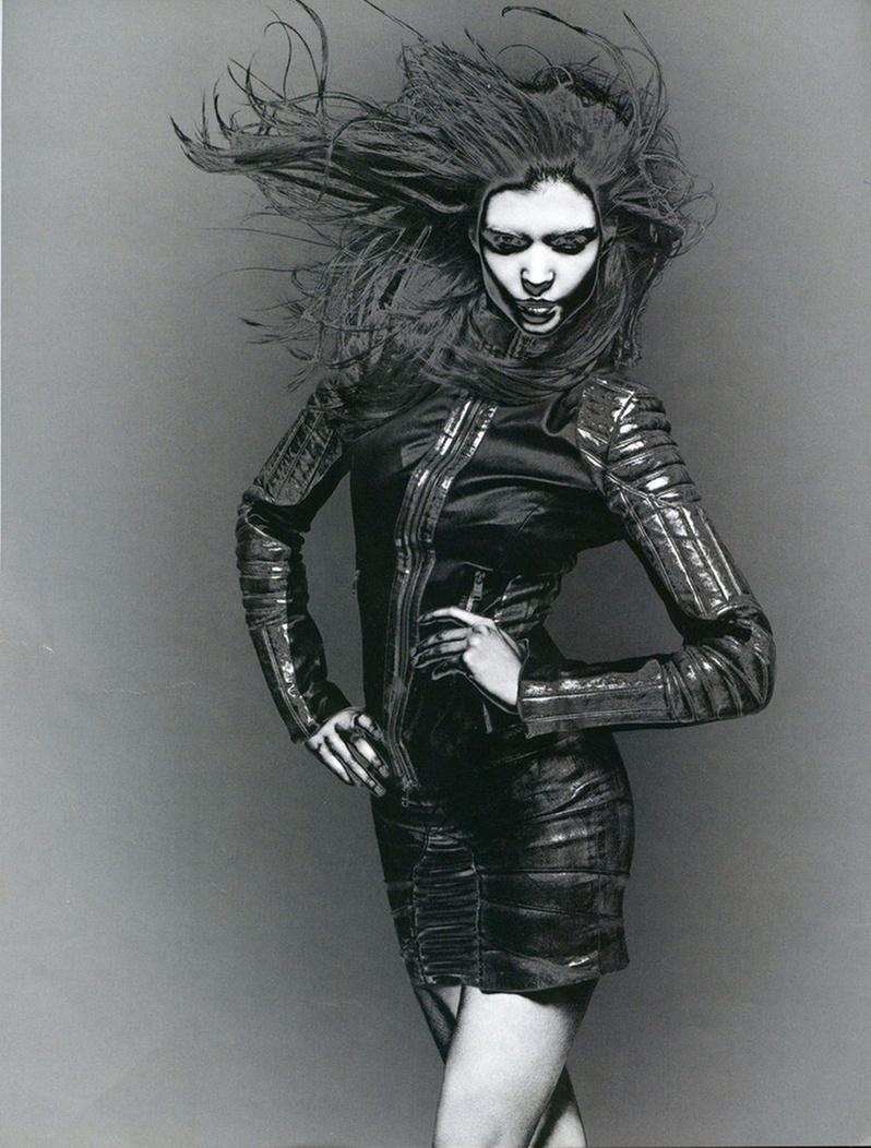 Abril 2011: A grife francesa de luxo Jitrois investiu num tratamento de imagem diferenciado para sua campanha Verão 2011. A modelo Patricia Schmid posou para as lentes de Rankin