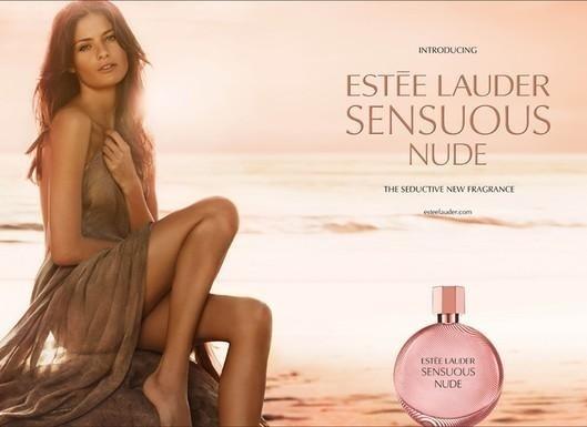 Maio: Isabeli Fontana estrela a campanha de Verão 2011 do perfume Estee Lauder Sensuous Nude. A imagem foi fotografada por Craig McDean e contou com a direção de arte de Doug Lloyd