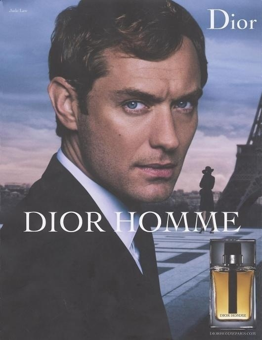 Maio: O ator Jude Law aparece na nova campanha de Vero 2011 do perfume Dior Homme. Na imagem o ator posa com expresso preocupada, em segundo plano se v a torre Eiffel e uma mulher misteriosa