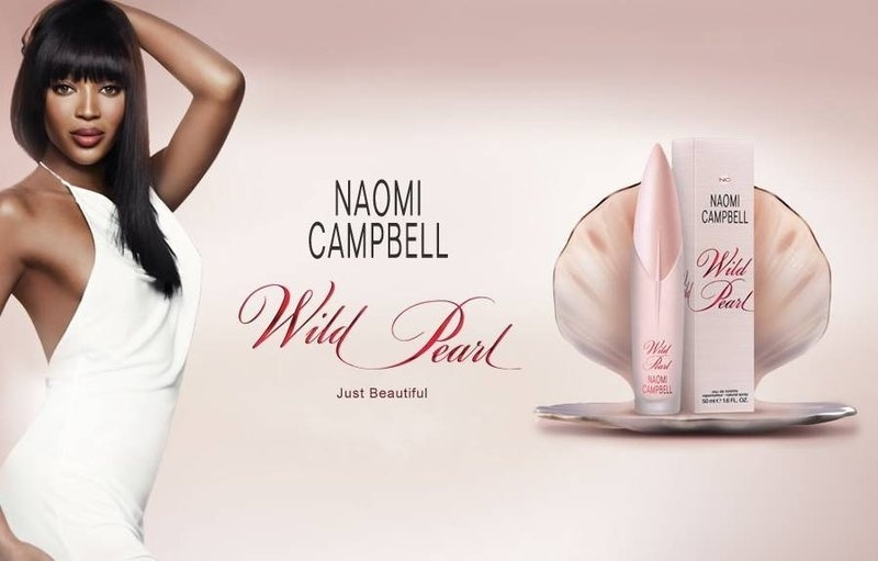 Maio: A supermodelo Naomi Campbell estrela a campanha de lanamento de seu sexto perfume, Wild Pearl, uma fragncia floral frutal que tem notas picantes na sada e baunilha como fundo