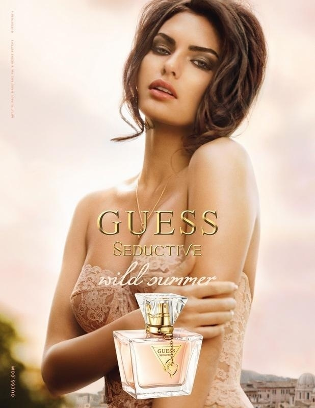 Maio 2011: Para a campanha de Vero 2011 do perfume Seductive, a Guess convidou a modelo Alyssa Miller para posar para o fotgrafo Vincent Peters em um corset sensual de renda