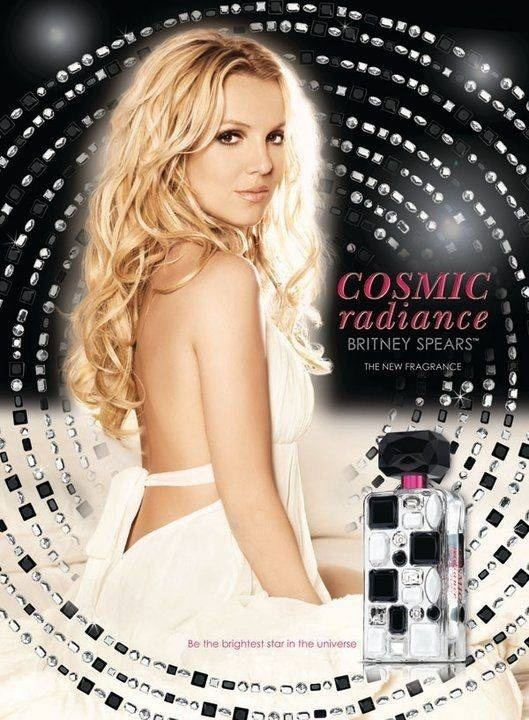 Julho 2011: Britney Spears lana a campanha de seu novo perfume Cosmic Radiance, inspirado em seu lbum 
