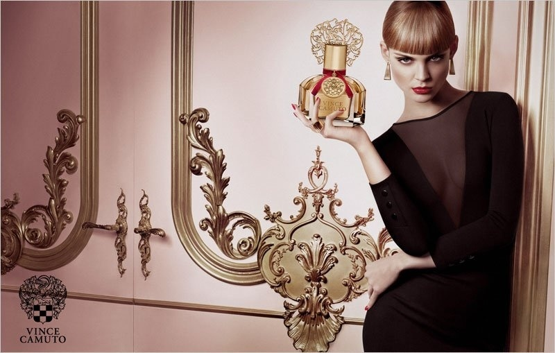 Julho 2011: A campanha de Inverno 2011do perfume da Vince Camuto  fotografada por Yu Tsai, com a modelo Viktoriya Sasonkina. O styling foi por conta de Melissa Klitz ke-Rubini, o cabelo de Giannandrea  e maquiagem de Fiona Stiles