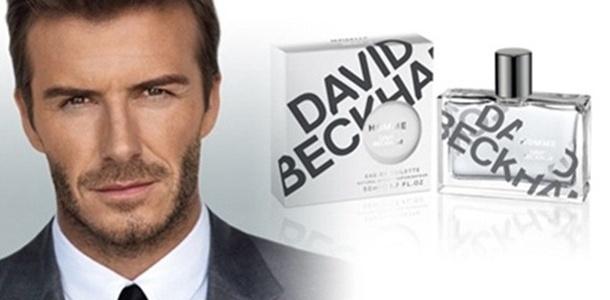 Julho 2011: O jogador David Beckham aparece engravatado estrelando a campanha de Iançamento de seu perfume Homme, fotografado por Alasdair McLellan