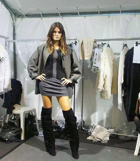 Isabeli Fontana publica foto no Twitter de look que vai usar no desfile de Isabel Marant na Semana de Moda de Paris (04/03/11)