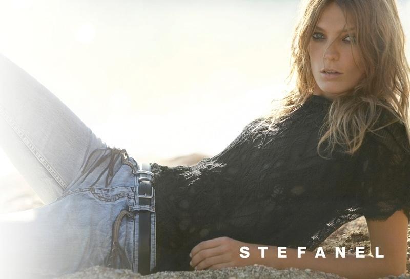 Abril 2011: A top polonesa Daria Werbowy foi escalada para mais uma campanha da marca italiana Stefanel. As fotos do Verão 2011 ficaram a cargo do renomado Mario Testino