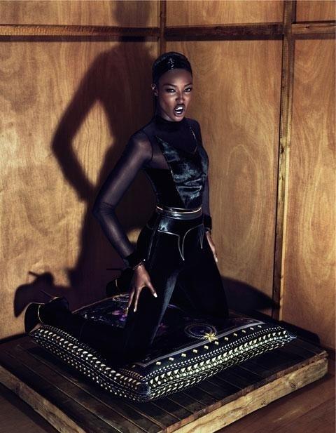 Junho 2011: No preview da nova campanha da Givenchy, aparece Naomi Campbell fotografada por Mert Alas e Marcus Piggott, com look preto e justo. O styling foi feito por Carine Roitfeld, ex-editora da Vogue