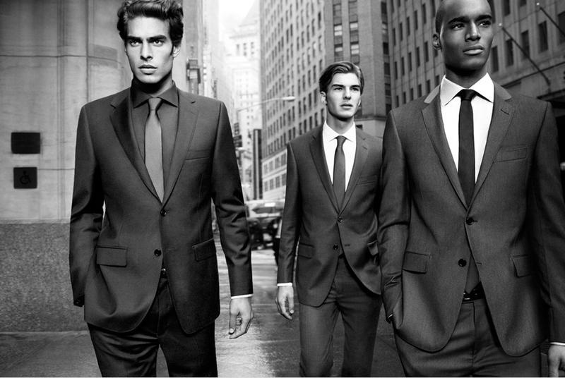 Julho 2011: A DKNY Men fez a campanha de Inverno 2011 com os modelos Jon Kortajarena, Patrick Kafka e Corey Baptiste, fotografados por Inez van Lamsweerde e Vinoodh Matadin