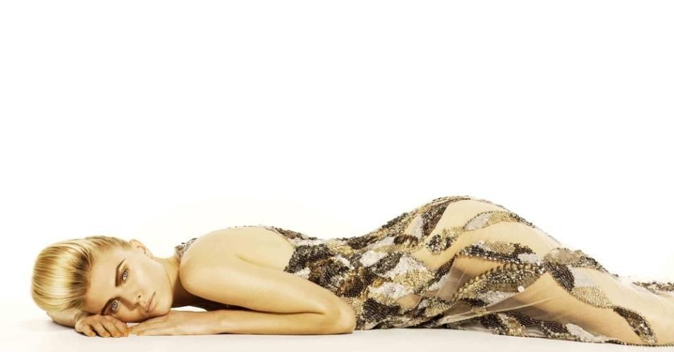 Julho 2011: A marca brasileira Letage apresenta a campanha de Verão 2012 com a modelo Maryna Linckuk, fotografada por Karine Basílio