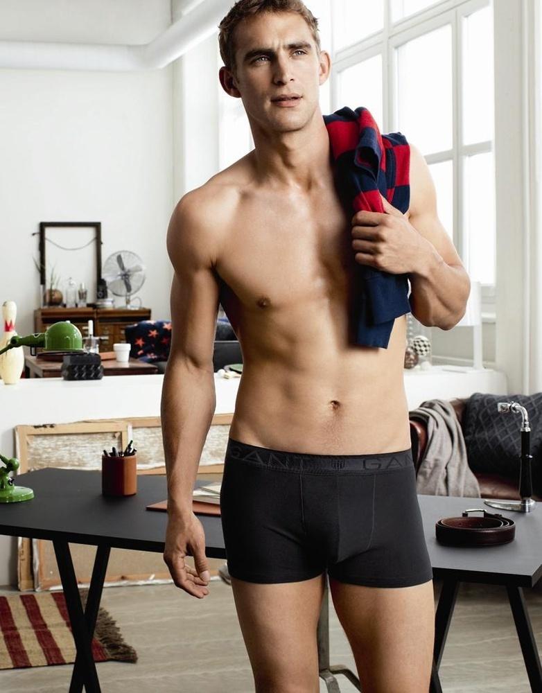 Julho 2011: O modelo Will Chalker posa para a campanha de Inverno 2011 da linha underwear da Gant