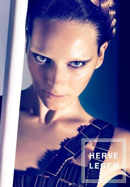 Agosto 2011: A modelo da Letônia Ieva Laguna posou para a fotógrafa suíça Camilla Akrans para a nova campanha da Herver Leger