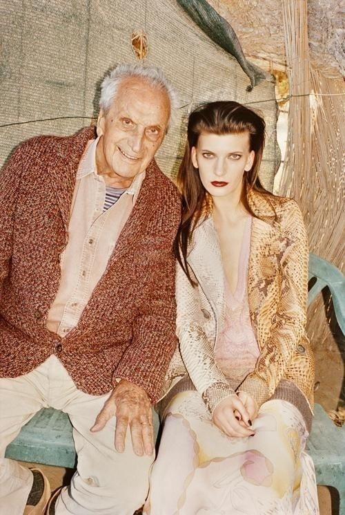 Agosto 2011: Juergen Teller fotografou a modelo Valerija Kelava junto a Ottavio Missoni, fundador da grife, para a campanha de Inverno 2011 da Missoni
