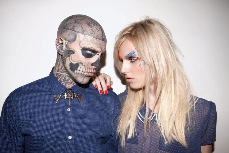 Agosto 2011: O super tatuado Zombie Boy e o modelo andrógino Andrej Pejic estrelam a campanha da marca brasileira Ausländer. As fotos são assinadas por Marcelo Krasilcic, com styling de José Camarano e Antônio Frajado