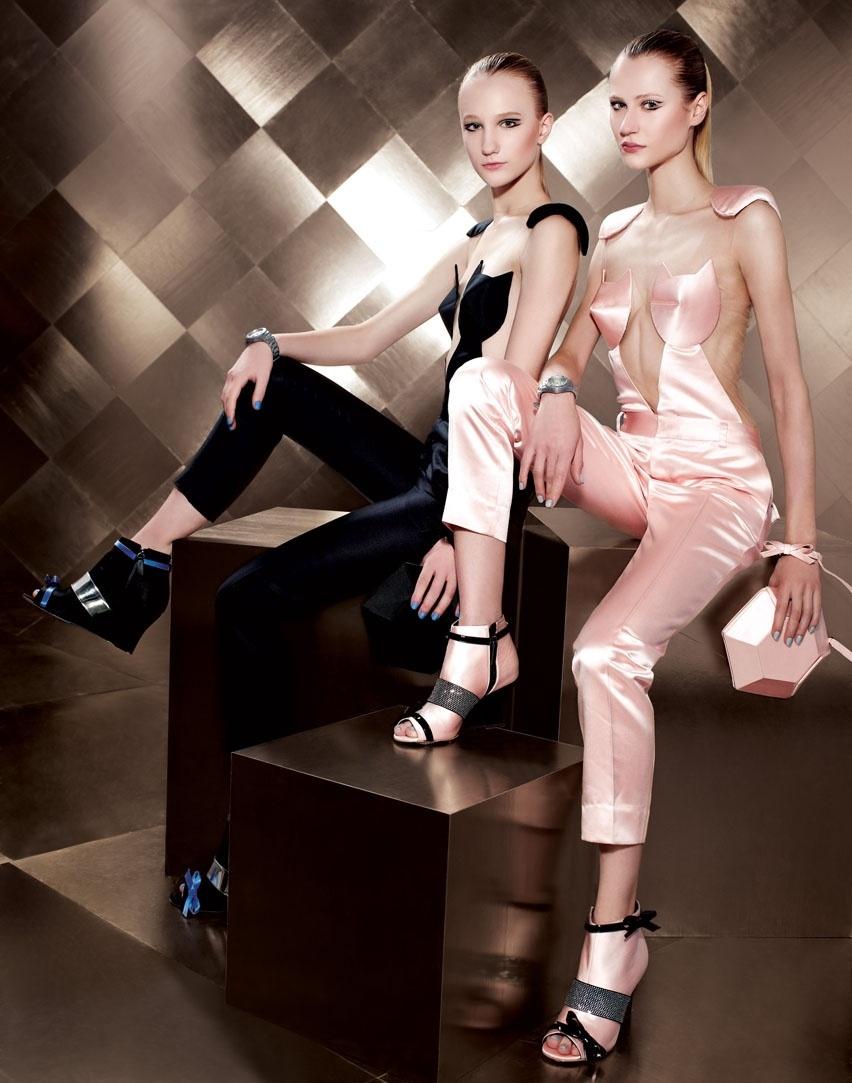 Agosto 2011: Reinaldo Lourenço escolheu as modelos Alicia Kuczmann e Michele Gassen para estrelar a campanha de Verão 2012, clicada pelo fotógrafo Bob Wolfenson. A maquiagem foi assinada por Robson Oliveira e o cabelo por Ricardo Rodrigues